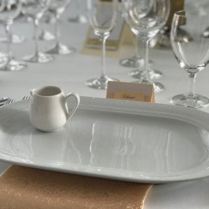 Persikinė blizgi stalo servetėlė 50x50cm. Nuomos kaina 0,5 €.