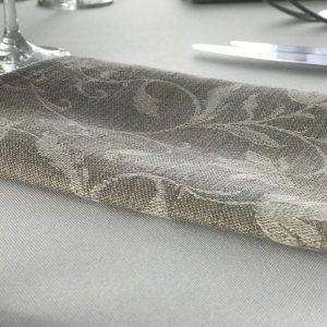 Lininė stalo servetėlė 0,40x0,40 cm. Nuomos kaina 0,6 €.
