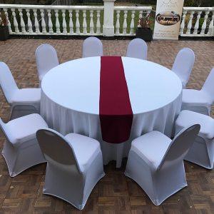 Bordo spalvos stalo takelis