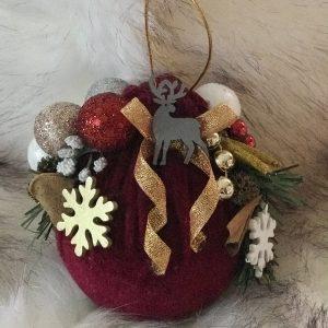 Raudonos spalvos kalėdinis žaisliukas