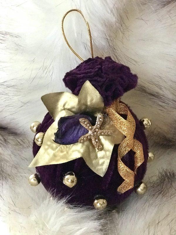 Violetinės spalvos Kalėdiniai žaisliukai