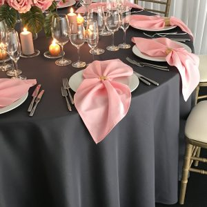 Tamsiai pilkos spalvos stalo staltiesė