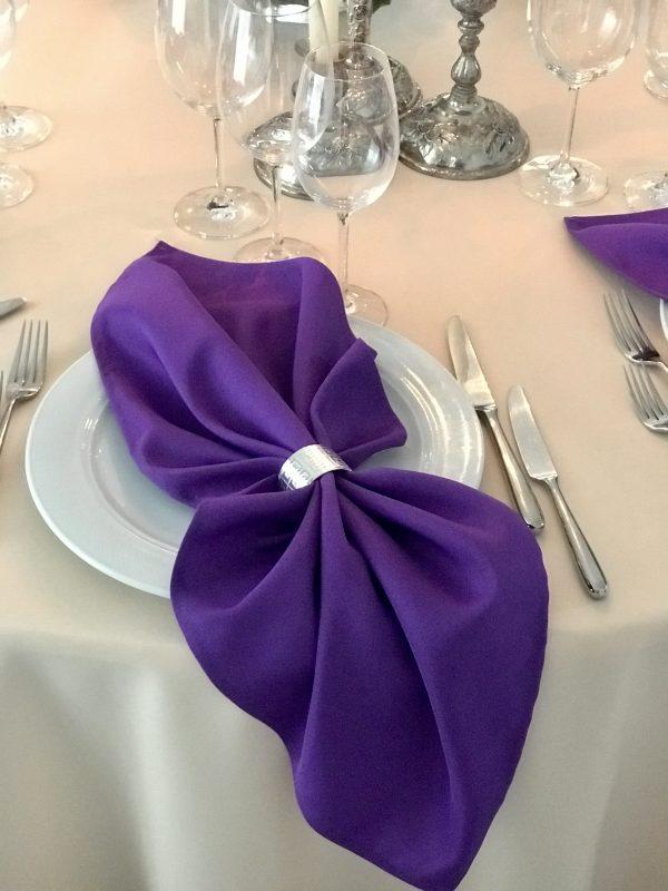 Violetinės spalvos stalo servetėlė
