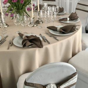 Lininė ruda stalo servetėlė 0,50x0,50 cm. Nuomos kaina 0,6 €.